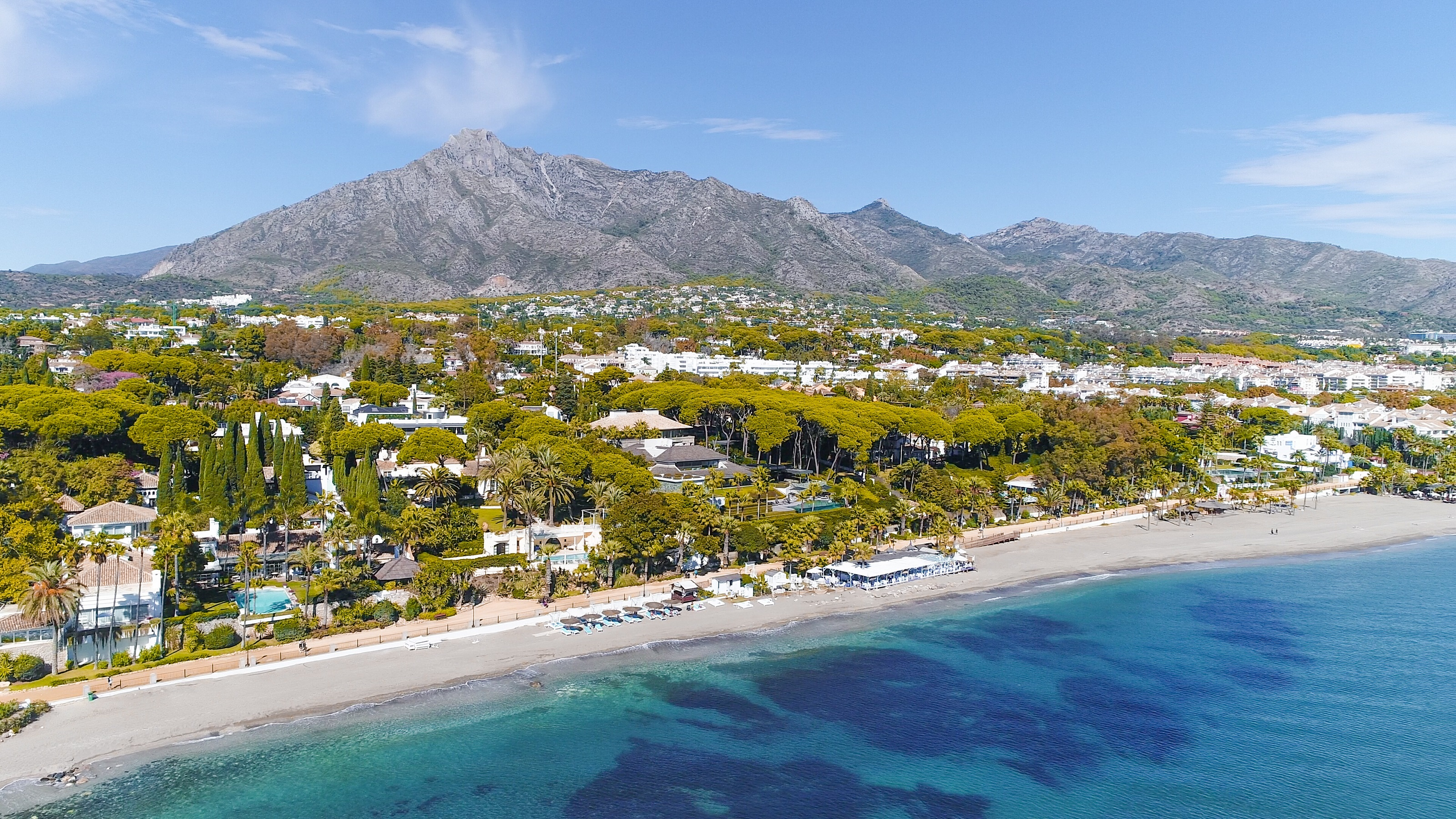 A coastline of the region Costa del Sol is about 190 km long, from Gibraltar in the west to Nerja in the east.