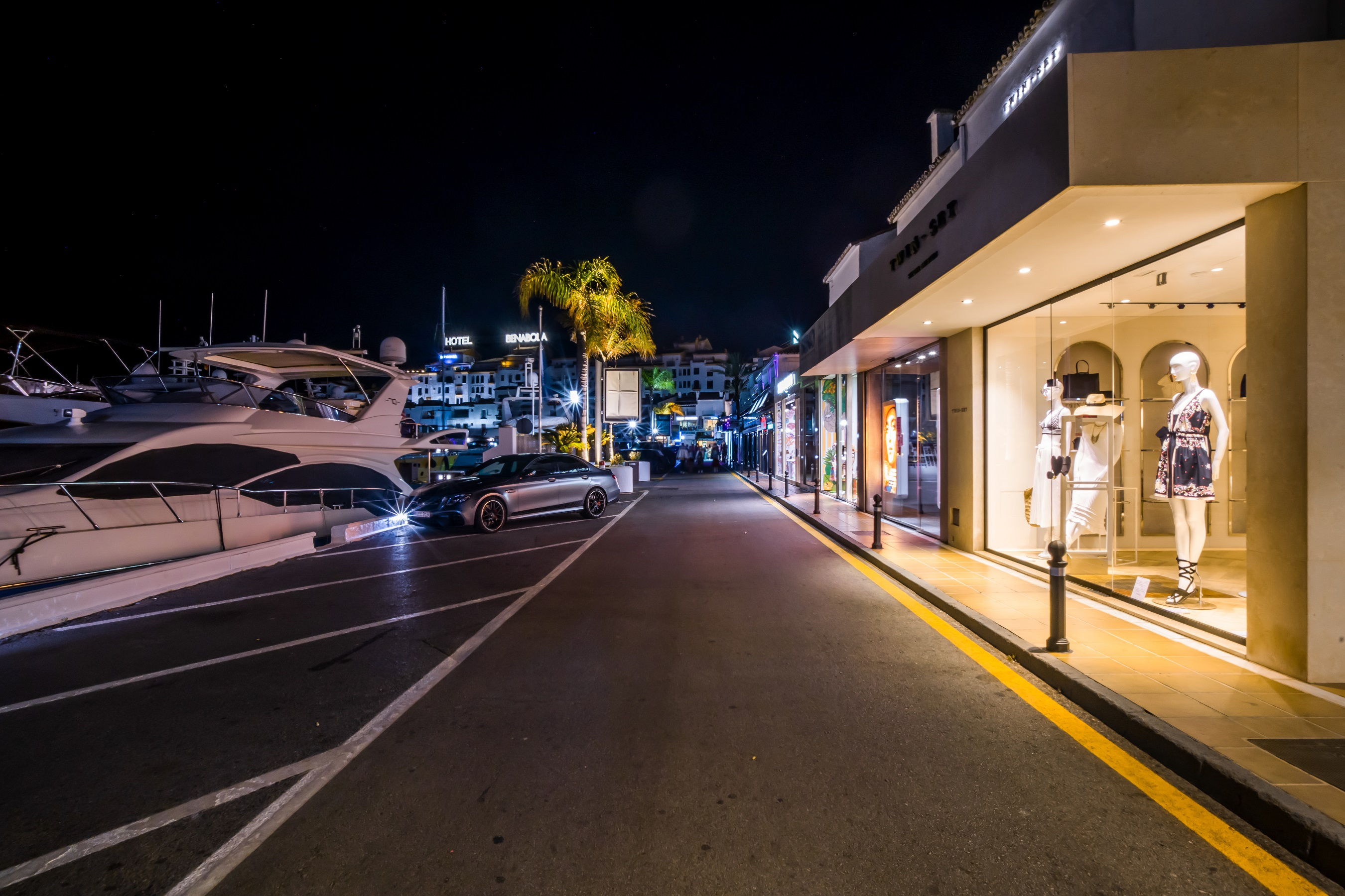Numerous high-fashion shops and boutiques, nightclubs and gourmet restaurants are located around the port.