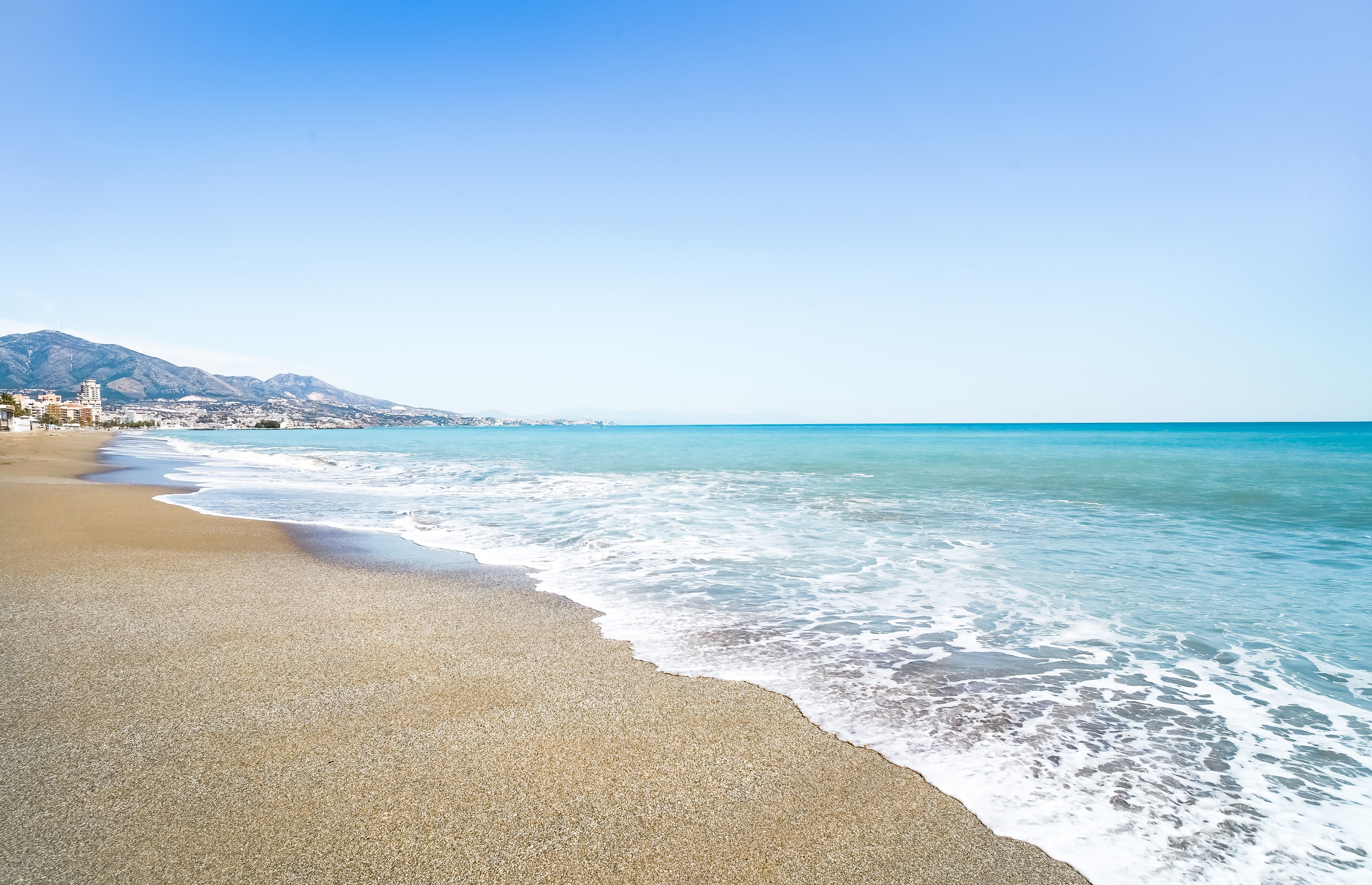 Costa del Sol region is a great variety of fashionable resort towns that amaze visitors with their nature: the beauty of the mountains, the blue waters, and variegated greenery.